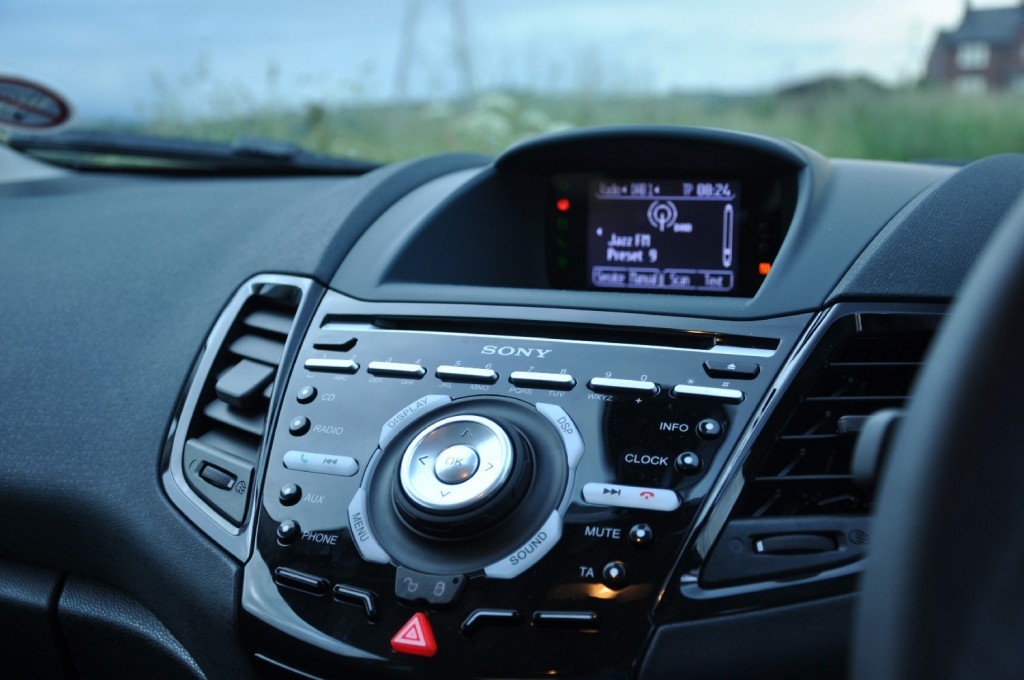 Ford Fiesta Metal 1-6 TiVCT Duratec 134PS Road Test Review by Oliver Hammond - DAB digital radio screen