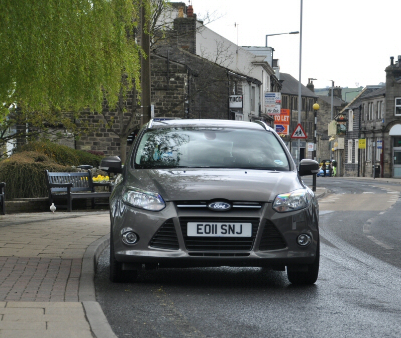 Ford Focus Estate 1-6 petrol manual 125PS Titanium Ti-VCT road test review by Oliver Hammond - front 2