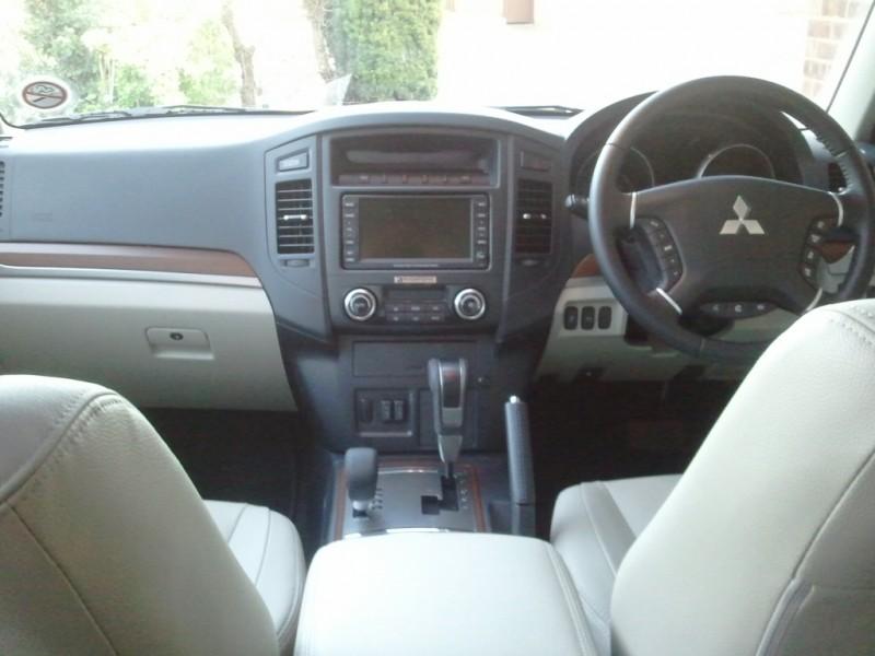 MY 2012 Mitsubishi Shogun LWB SG4 Road Test Review by Oliver Hammond - front interior dashboard