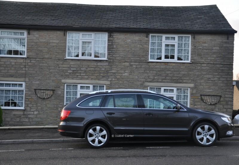 Skoda Superb Estate 2-0 TDI CR 140PS DSG DPF Elegance Road Test Review by Oliver Hammond - side
