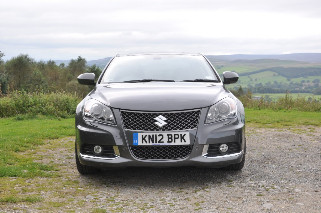 Suzuki Kizashi road test review by Oliver Hammond - photo - front 2