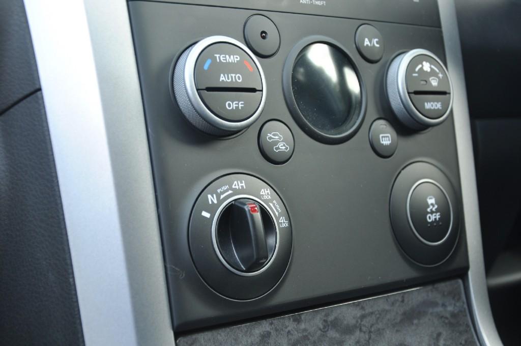 Suzuki Grand Vitara 2-4 Petrol Manual SZ5 5-door road test review by Oliver Hammond photo - locking diff