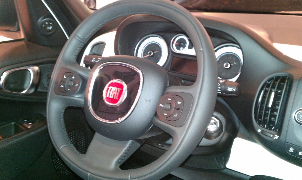Fiat 500L car launch - My Car Coach - Steering wheel