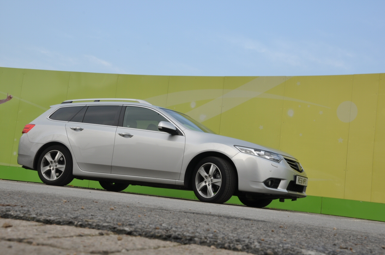 Honda Accord Tourer 2-2 i-DTEC EX Automatic road test review by Oliver Hammond - photo - Manchester City Stadium Eastlands 9